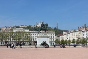 meuble-cle-en-main-place-bellecour