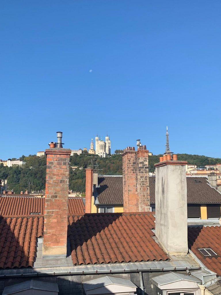 logement lyon vue sur fourviere et les toits