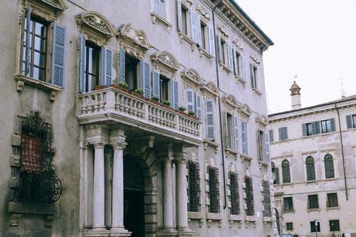 immobilier ancien immeuble colonnes